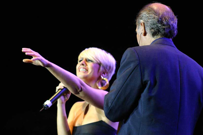 Con la malagueña Pasión Vega cantó 'Volver a verte'.