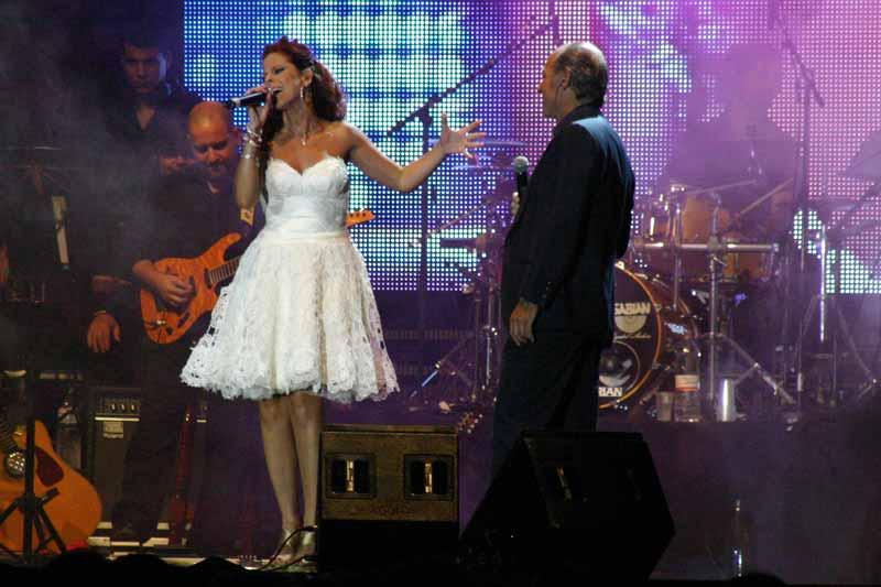 Con Pastora Soler protagonizó el primer dueto: 'Ya no te quiero'.