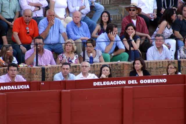Las siempre 'importantísimas' personalidades que invita la Junta de Andalucía... (FOTO: Javier Martínez)
