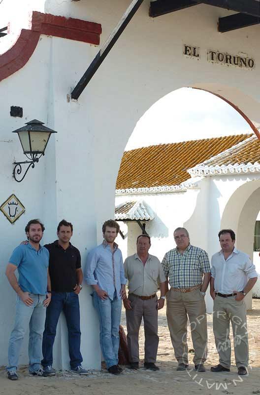 Ayer en El Toruño ultimaba su preparación. De izquierda a derecha: Alberto de la Peña, Rafael Cuesta, El Payo, Juan Carlos Vélez, Ricardo de la Peña y Juan Guardiola. (FOTO: Matito)