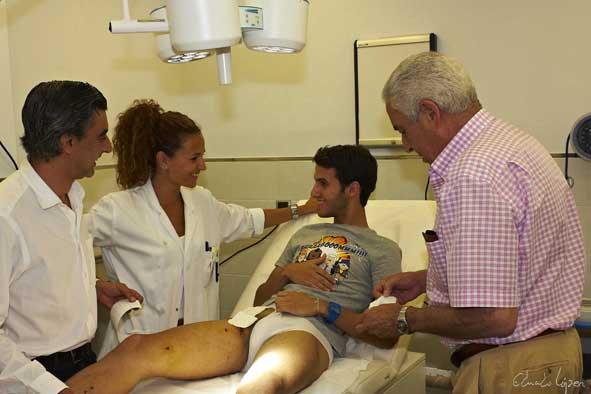 Al final de la consulta, paciente y médicos acabaron bromeando.