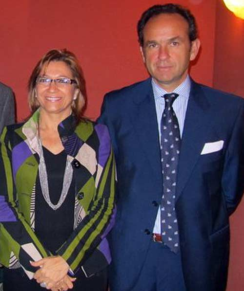 Fernando Fernández Figueroa y su amiga Carmen Tovar, la delegada de la Junta de Andalucía que le ha nombrado presidente en la Maestranza sin experiencia anterior.