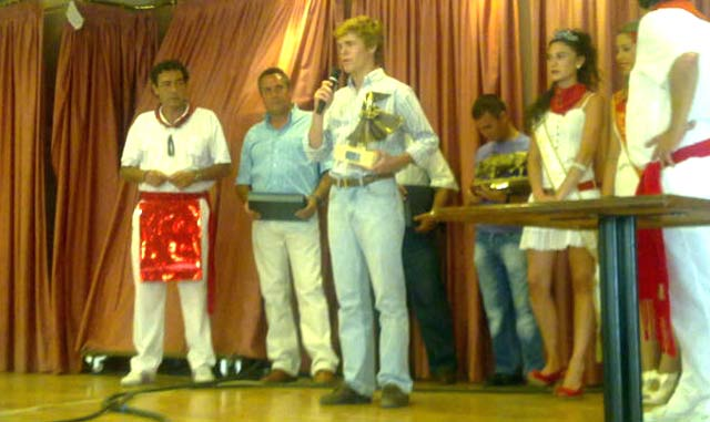 Acto de entrega del trofeo al novillero sevillano Borja Jiménez.