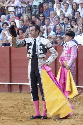 Alcalareño saluda tras sus buenos pares. (FOTO: López-Matito)