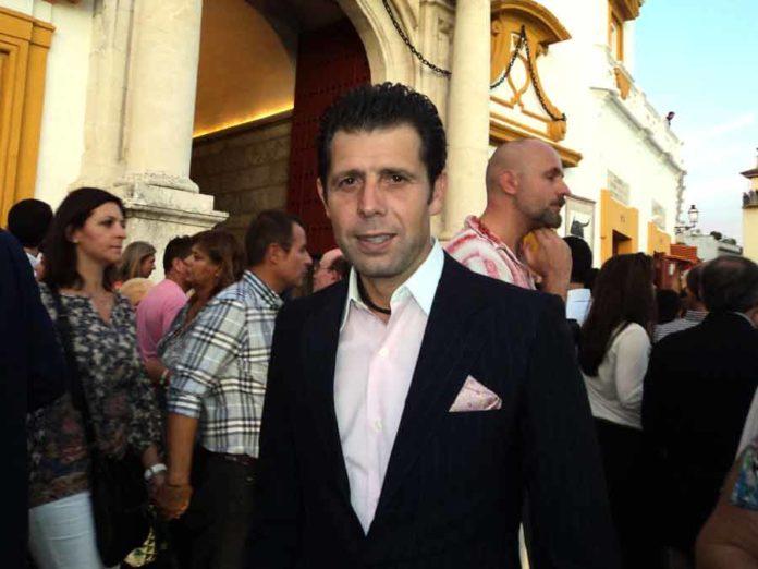 El banderillero y apoderado Curro Molina.