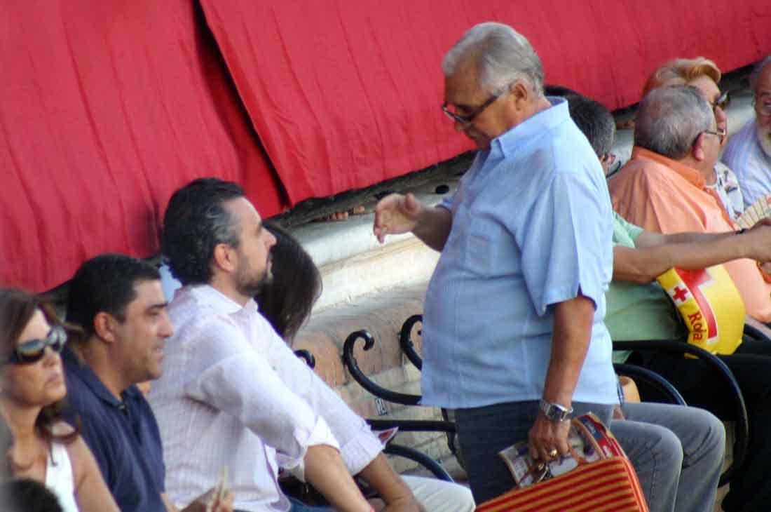 Finito de Triana, porte de torero hasta hablando con Paco García.