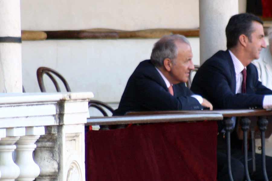 Hoy no ha venido a la novillada ni el propio teniente de hermano mayor de la Maestranza; Alfonso Guajardo-Fajardo no fallaba una.