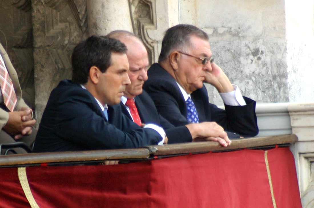 Los tres 'enchufados' de la delegada de la Junta, Carmen Tovar, vía 'Castilleja conection'. (FOTO: Javier Martínez)