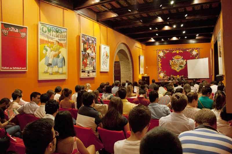 Imagen del Salón de Carteles en la primera jornada del Seminario de la Cátedra 'Sanchez-Mejias'. (FOTO: Juan Gabriel Jaén)