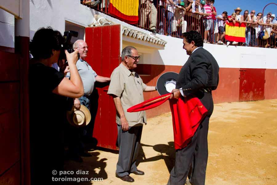 Muy emotivo el brindis de Tomás Campuzano a Manolo Márquez.