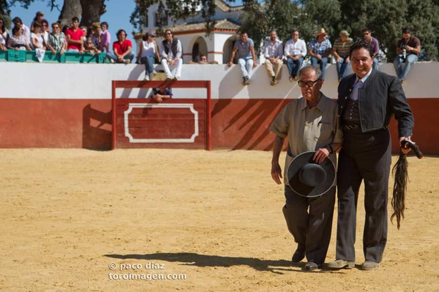 Tomás Campuzano le invitó a a pasear juntos el rabo logrado.