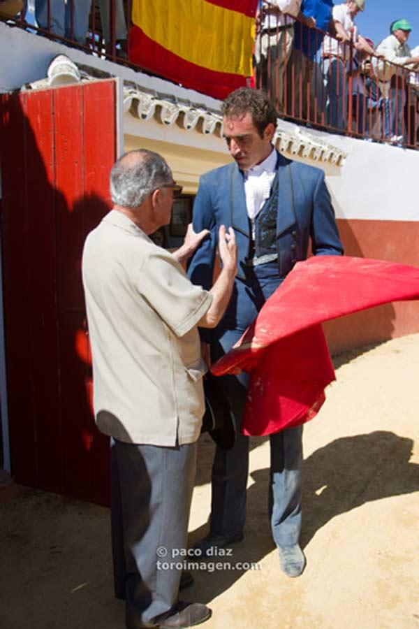 Tras la faena, Manolo Márquez agradecía a Cortés su asistencia.