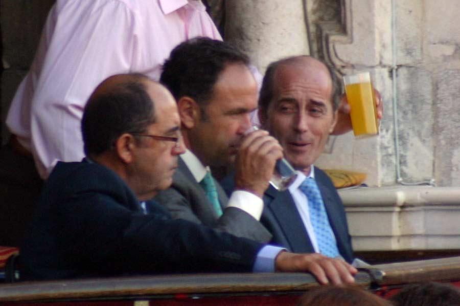 El presidente Fernández-Figueroa, otro de los 'privilegiados' con vaso de cristal.