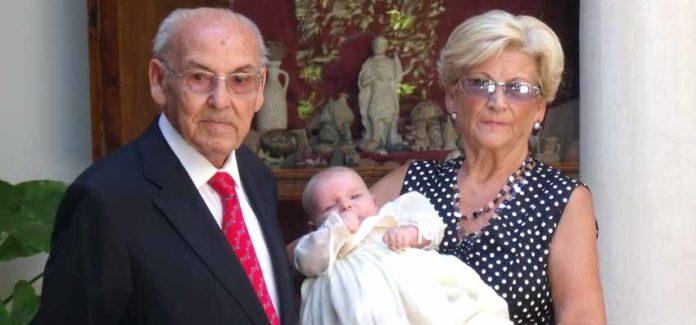 Manolo Márquez, junto a su señora, el pasado 27 de agosto, en el bautizo de su nieto Guillermo.