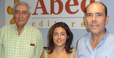 Ramón Vila, Mª José García (de Abec editores) y Víctor García Rayo.