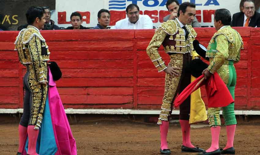 Manolo Mejía confirma la alternativa a El Cid el pasado domingo en presencia de El Zapata.