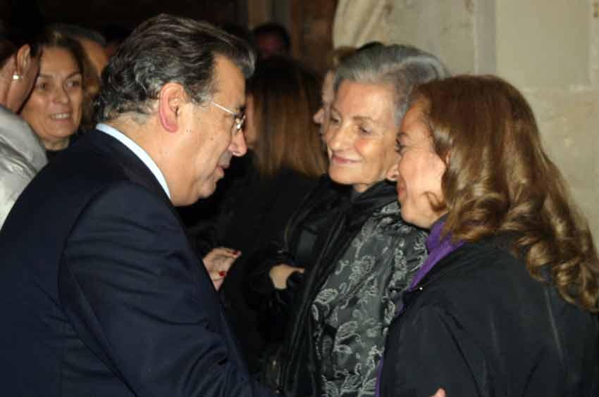 Las condolencias del alcalde de Sevilla a la viuda.