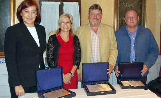 La delegada de la Junta de Andalucía, Carmen Tovar, en un acto de reconocimiento a la labor de tres de los presidentes que ha nombrado en las últimas temporadas.