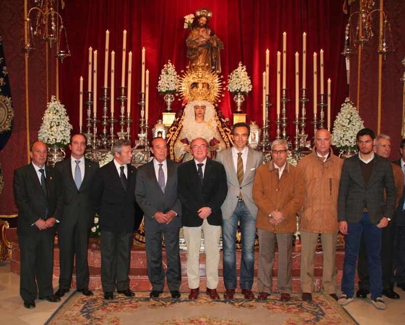 Varios de los toreros asistentes y la Junta de Gobierno del Baratillo.
