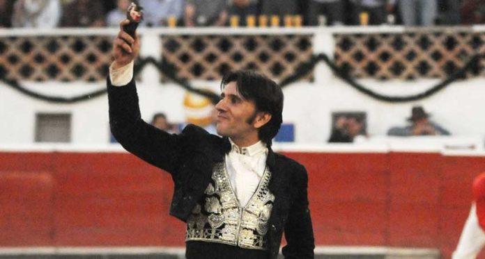 Diego Ventura, con la oreja cortada en Querétaro.