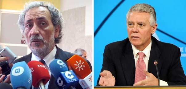 El Defensor del Pueblo Andaluz, José Chamizo, y el consejero de Gobernación y Justicia de la Junta de Andalucía, Francisco Menacho.