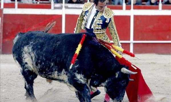 Salvador Cortés torenado hoy en Ricote (Murcia). (FOTO: EFE)