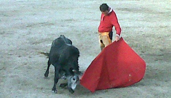 Pepe Moral en un tentadero en la ganadería mexicana de Puerta Grande.