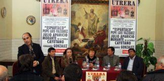 Nuestro compañero Manuel Viera presentando el acto en Utrera. (FOTO: Eduardo Trellez)