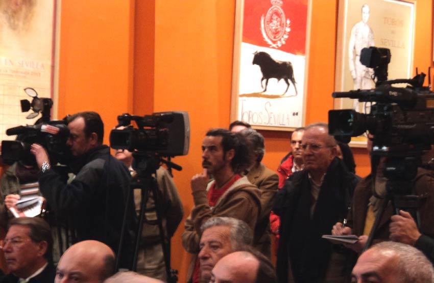 Buen número de cámaras de televisión en el acto. (FOTO: Javier Martínez)