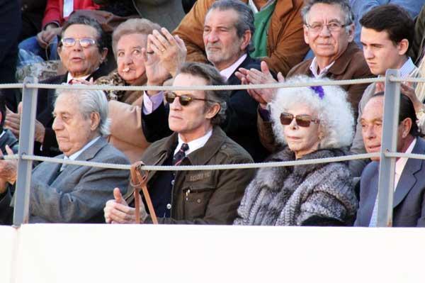 Curro Romero, junto al Litri y la duquesa de Alba.