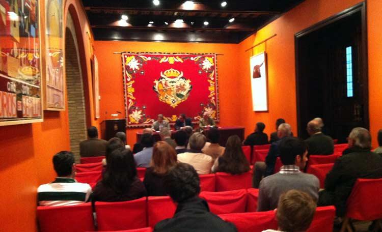 El Salón de Carteles de la Maestranza recibió a Fernando Cuadri. (FOTO: Juan José Sánchez)