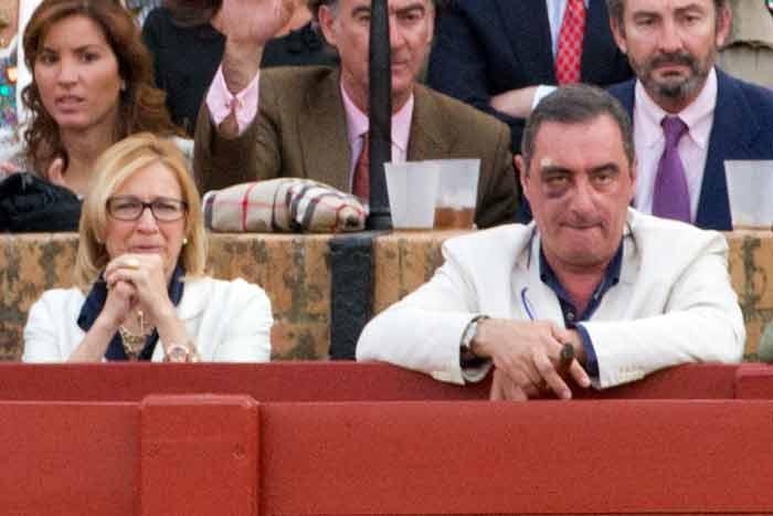 La polémica delegada de la Junta, Carmen Tovar, y el periodista Carlos Herrera.