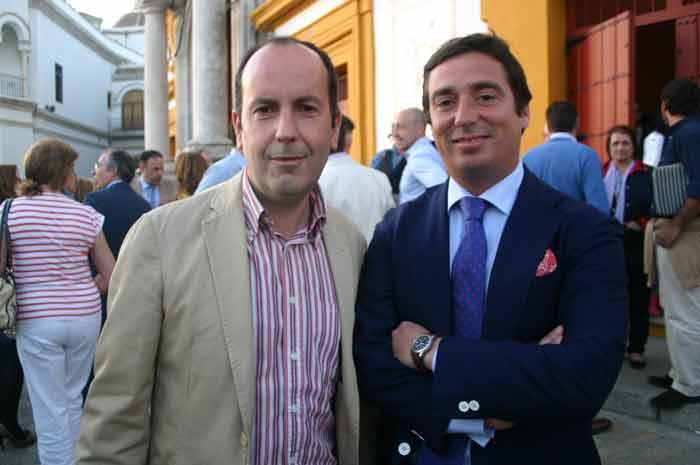 El periodista Álvaro Acevedo y el ganadero José María Garzón.