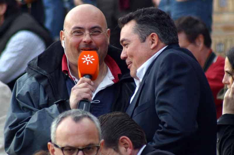 El periodista Bartolomé Martos, en plena faena.