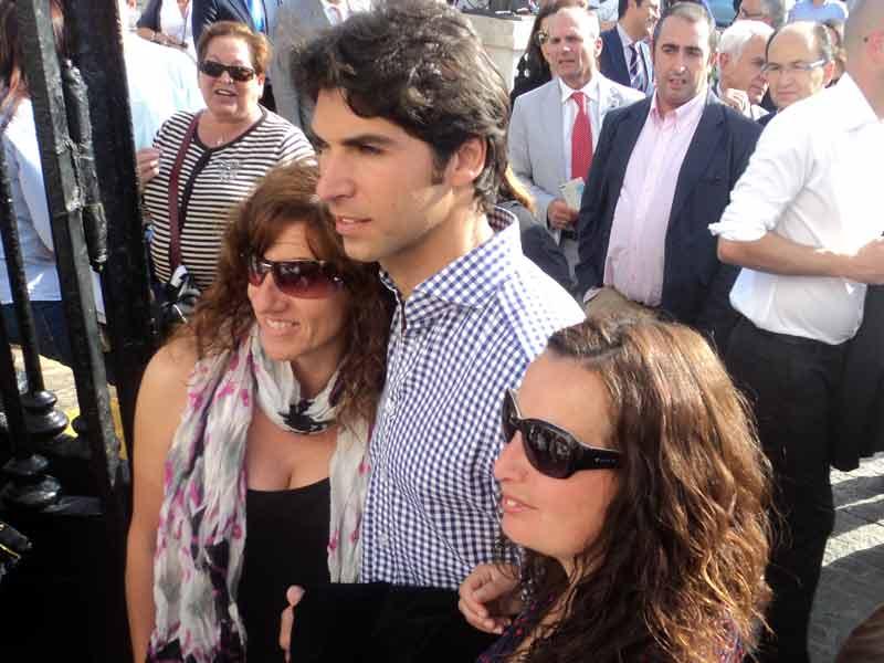 Cayetano Rivera Ordóñez y sus admiradoras.