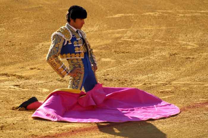 Cayetano, recordando imágenes de Francisco Rivera 'Paquirri', su padre.