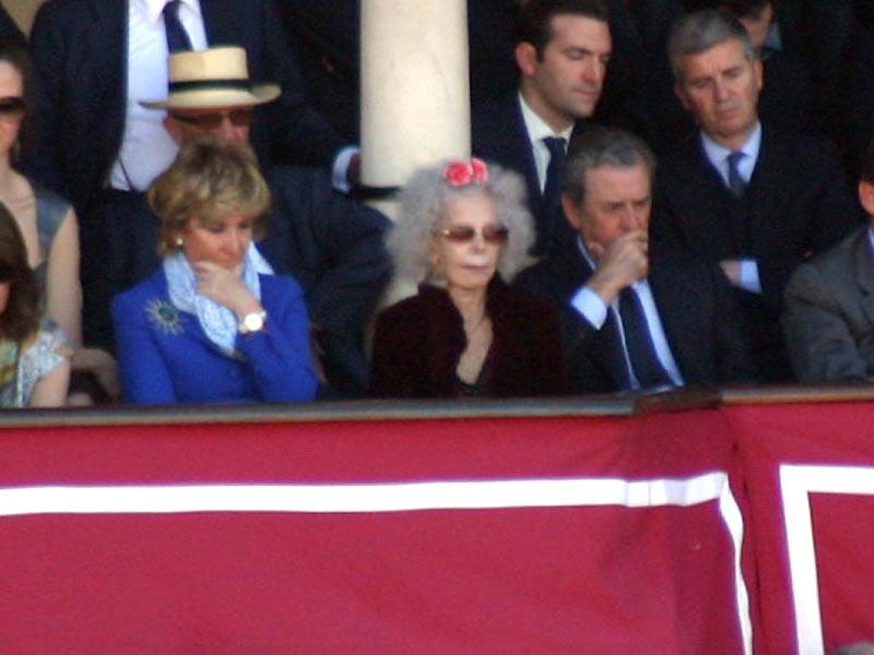 Esperanza Aguirre, la duquesa de Alba y Javier Benjumea.