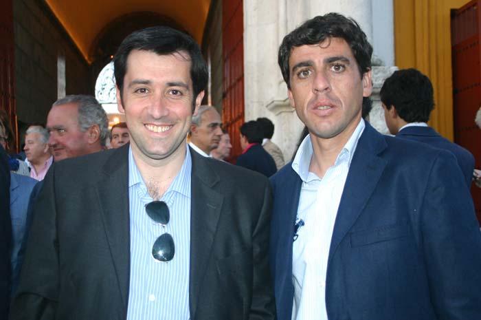 Antonio Girol, director de badajoztaurina.com (portal del grupo), y el banderillero Fernando González.