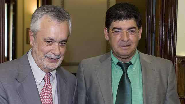 El socialista José Antonio Griñán, a la izquierda, sería de nuevo presidente de la Junta de Andalucía, y Diego Valderas, de IU-Los Verdes, vicepresidente y consejero de Gobernación, y por tanto responsable de los toros en Andalucía.