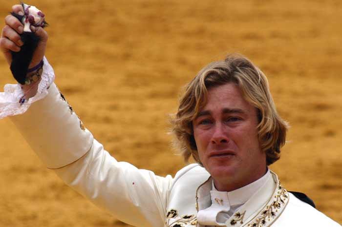 Triunfo y lágrimas de Rui Fernandes por la muerte de su caballo 'Xelin'.