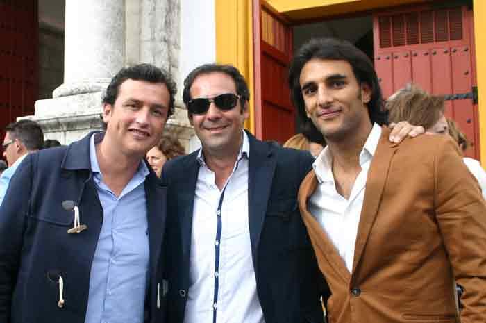 El empresario sevillano José Luis Martín Berrocal y dos amigos.