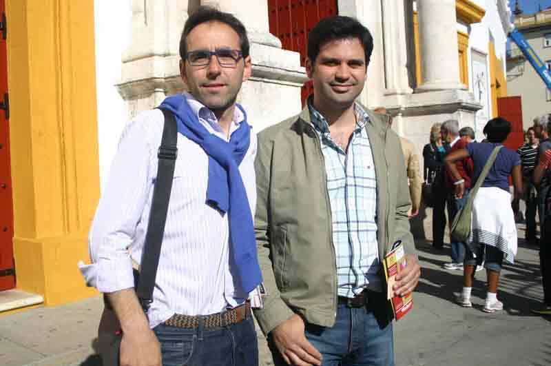 Los periodistas sevillanos Juan Carlos Gil y Andrés Muriel.