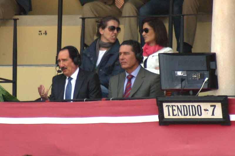 Manuel Molés y José Antonio Campuzano comentando para Canal Plus... en el Tendido 7.
