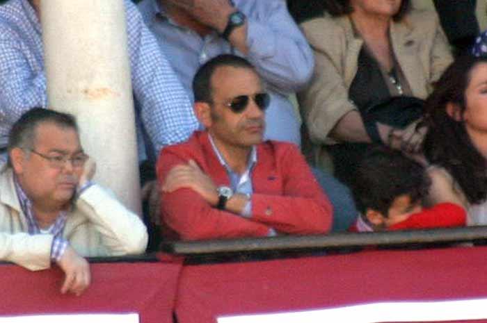 Y el marido de la polémica delegada, gratis vía Junta de Andalucía en el 'palco de convite'.