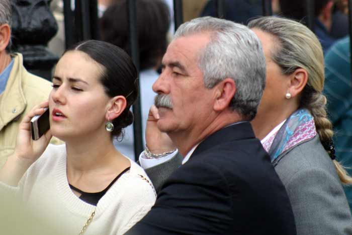 El director general Espectáculos de la Junta, Luis Partida, esperando a alguien.