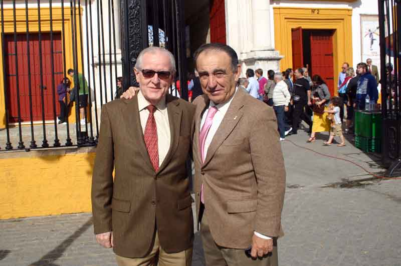 El aficionado Rafael Comino y el ganadero Ricardo Gallardo.