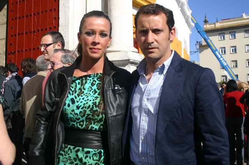 El banderillero sevillano Rafael Cuesta y su mujer.