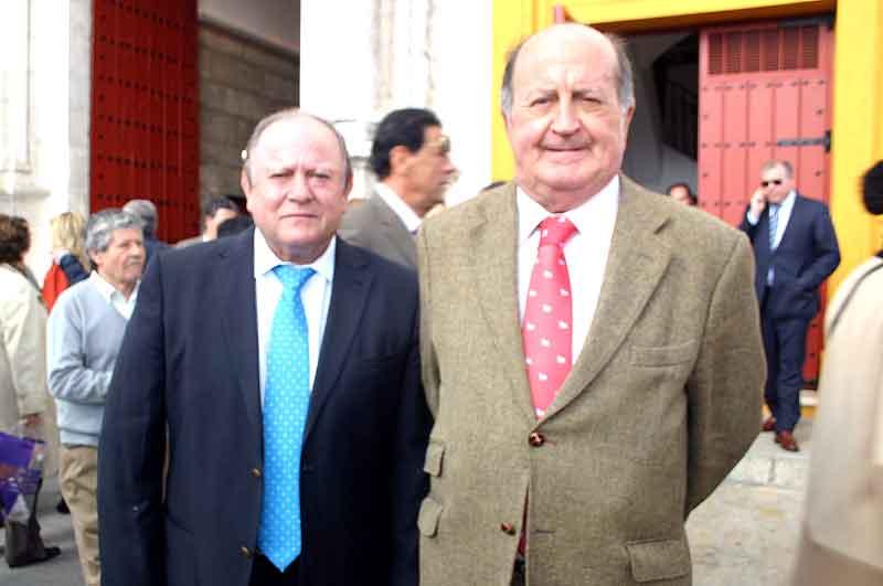 El presidente Julián Salguero y Juan Manuel Albendea.