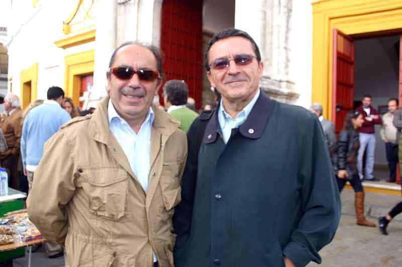 Los periodistas Manuel Viera (Sevilla Taurina) y Antonio Lorca (El País).