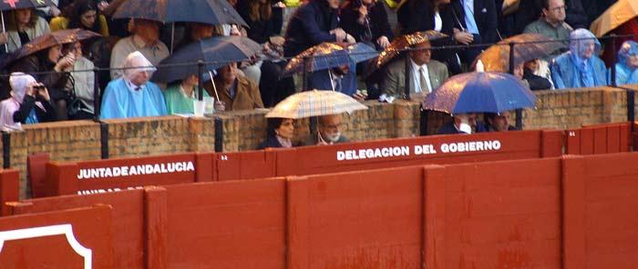 El famoso burladero de la Junta esta tarde sin Carmen Tovar. (FOTO: Javier Martínez)